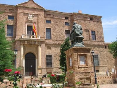 Palacio y estatua del Marqués de Santa Cruz
